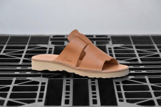 D039 Tan sandals