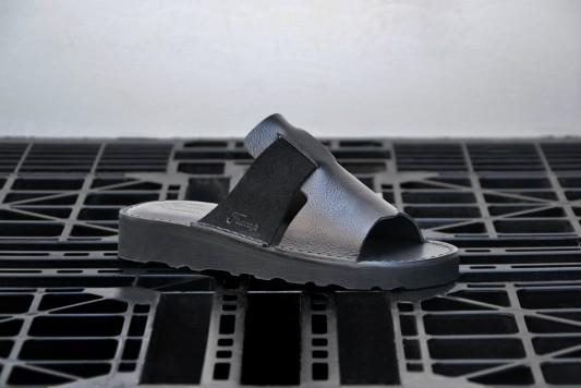 D039 Black sandals