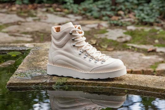 M171 Natural Boots